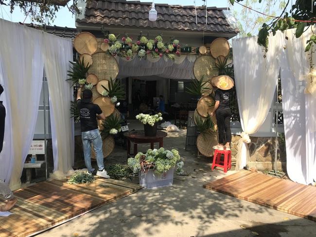 Á hậu Phương Nga chèo xuồng đi chợ, cùng Thúy An trang trí đám cưới đầy hoa tại quê nhà - Ảnh 10.