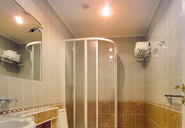 Muốn dùng đèn sưởi nhà tắm vào ngày rét đậm nhưng lại sợ cháy nổ, điện giật: Chuyên gia khuyến cáo cần ghi nhớ  - Ảnh 1.
