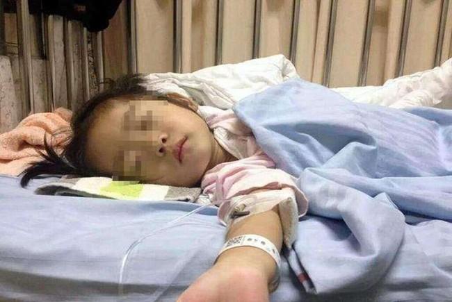 Bé gái 4 tuổi đau bụng đột ngột, được chẩn đoán viêm ruột thừa cấp - Ảnh 2.