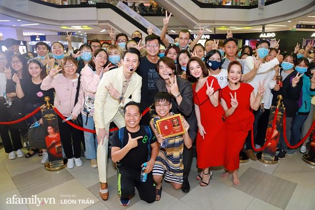 NSND Lê Khanh, Kaity Nguyễn không ngừng cầu cứu khán giả khi bị nhốt trong lồng kính suốt 1 giờ đồng hồ - Ảnh 13.