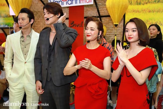 NSND Lê Khanh, Kaity Nguyễn không ngừng cầu cứu khán giả khi bị nhốt trong lồng kính suốt 1 giờ đồng hồ - Ảnh 3.