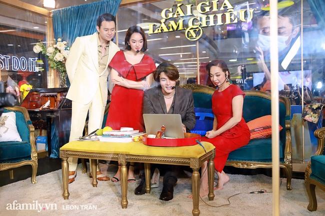 NSND Lê Khanh, Kaity Nguyễn không ngừng cầu cứu khán giả khi bị nhốt trong lồng kính suốt 1 giờ đồng hồ - Ảnh 7.