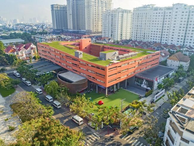 Ngôi trường này có học phí hơn nửa tỷ/năm, chương trình học có gì mà khiến Thủy Tiên không tiếc tiền cho con gái theo học - Ảnh 3.