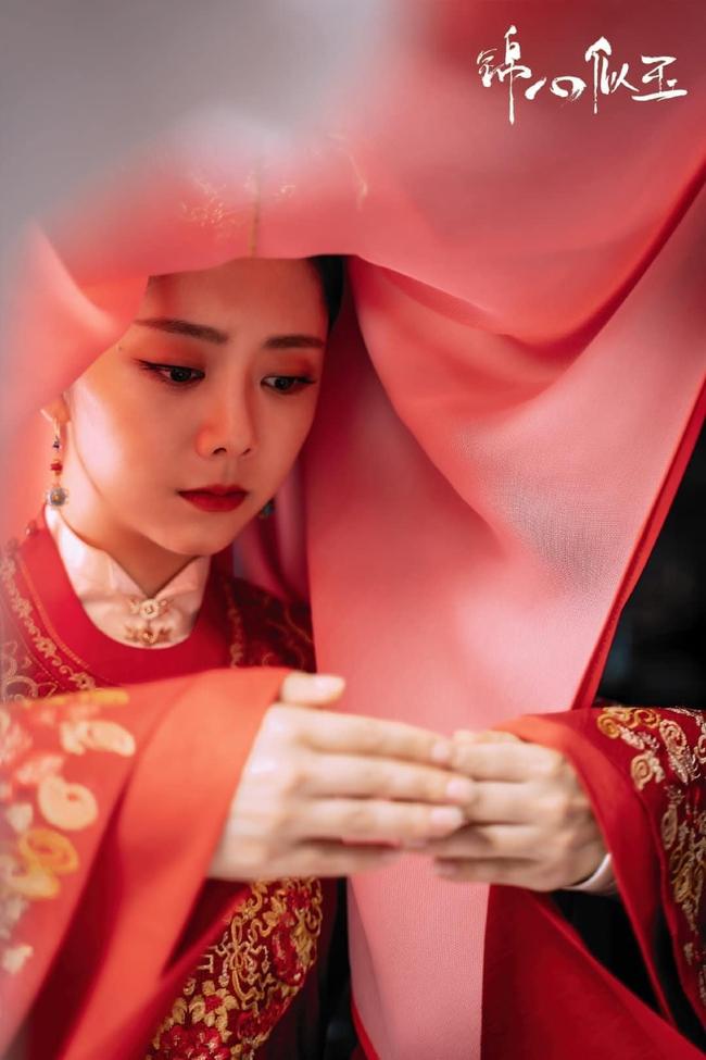 Đàm Tùng Vận mặc áo cưới đỏ rực, làm vợ Chung Hán Lương trong Cẩm tâm tựa ngọc chưa xinh đẹp bằng lúc này  - Ảnh 5.
