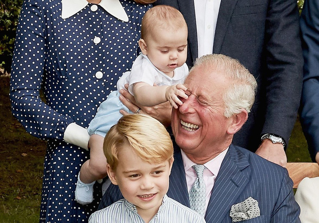 """Thái tử Charles đưa ra lời phát biểu về con nhà Công nương Kate chẳng khác nào """"dội gáo nước lạnh"""" lên Meghan - Ảnh 2."""