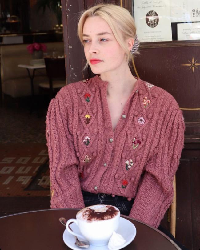 Trời se lạnh, học 12 cách diện áo cardigan sang chảnh của gái Pháp là chuẩn không cần chỉnh - Ảnh 2.