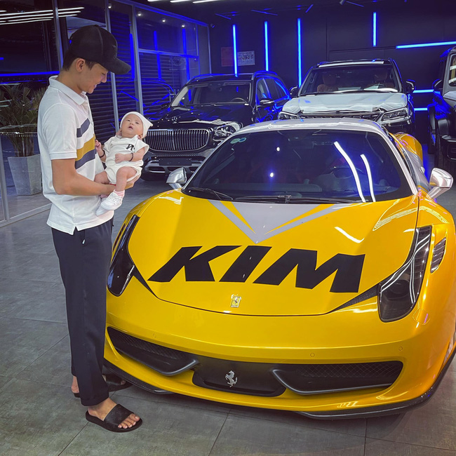"""Bé gái vừa ra đời đã sở hữu siêu xe hạng sang, dân tình đua nhau gọi """"Con dâu ơi"""" - Ảnh 2."""