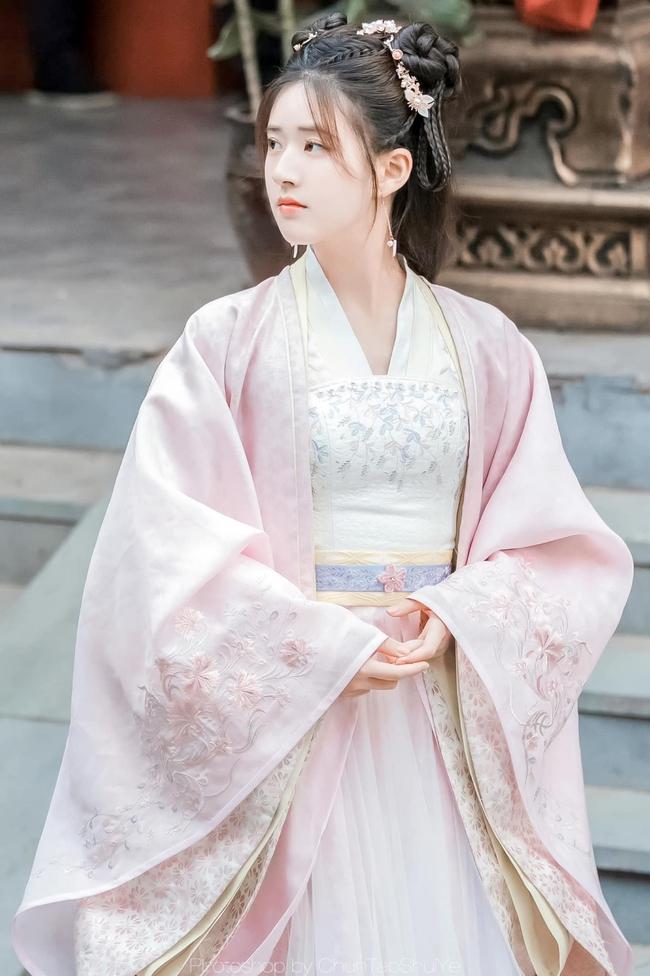 Triệu Lộ Tư cởi áo khoác làm lộ vòng eo nhỏ xíu, đúng là gầy đẹp hơn hồi đóng Trần Thiên Thiên trong lời đồn  - Ảnh 6.