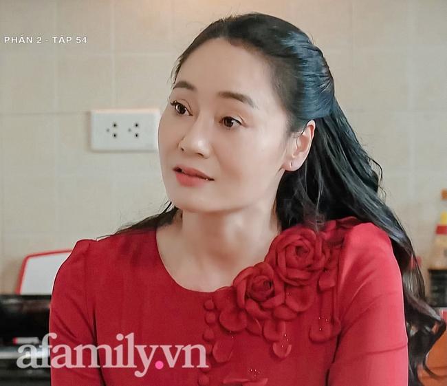 Hương vị tình thân: Ấm lòng cảnh bà Dần ngọt ngào với con dâu nhưng chiếc váy đỏ cực phẩm của bà Xuân mới gây chú ý nhất - Ảnh 6.