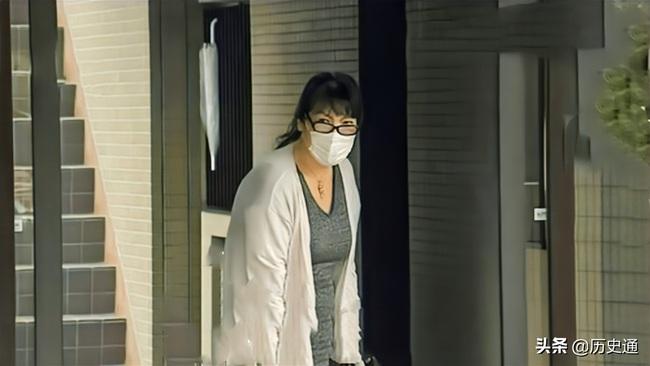 """Bê bối liên tiếp bủa vây vị hôn phu của Công chúa Nhật Bản, hé lộ chân dung """"mẹ chồng"""" khiến cả dư luận lên án - Ảnh 5."""