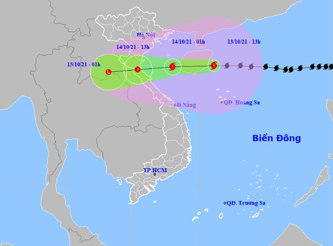Bão số 8 giật cấp 14 di chuyển tốc độ rất nhanh, Thanh Hóa - Quảng Bình mưa rất to, gió mạnh từ chiều tối nay - Ảnh 1.