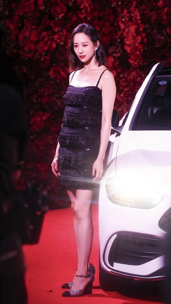 Thảm đỏ Vogue tối nay: Dương Mịch hở bạo, Ảnh hậu Châu Đông Vũ khiến fan lo lắng vì quá gầy gò - Ảnh 4.