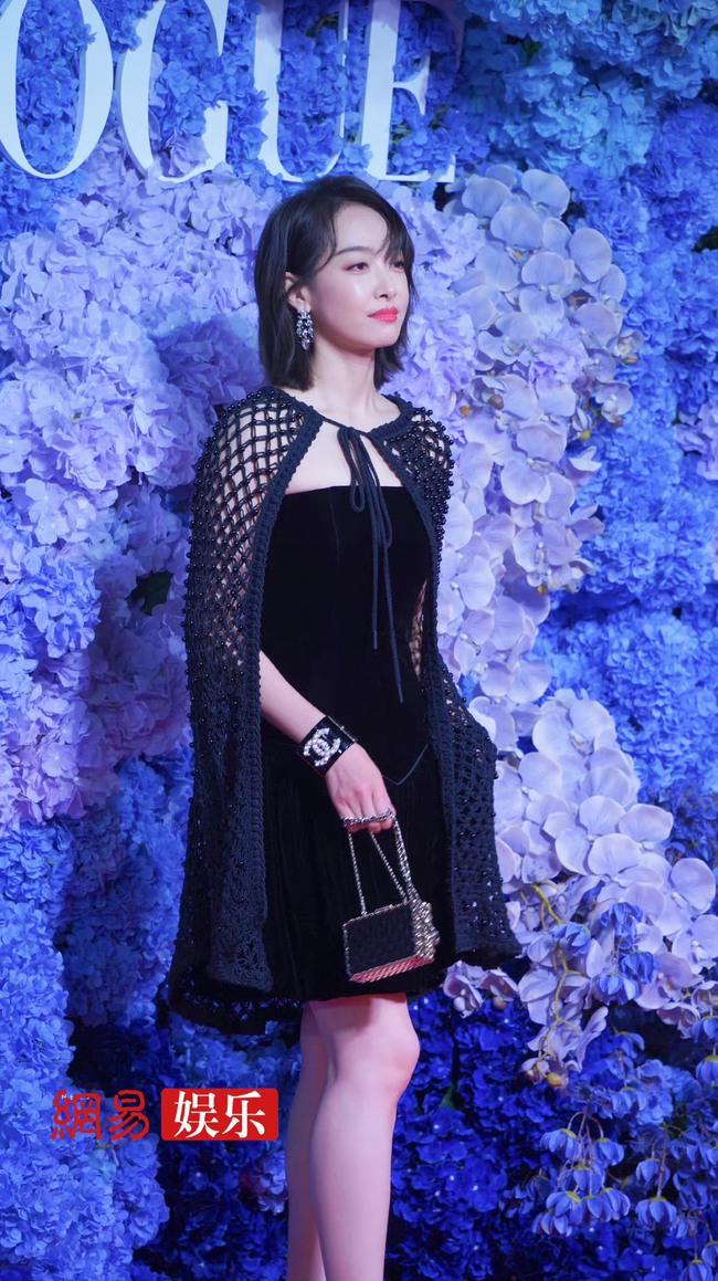 Thảm đỏ Vogue tối nay: Dương Mịch hở bạo, Ảnh hậu Châu Đông Vũ khiến fan lo lắng vì quá gầy gò - Ảnh 5.