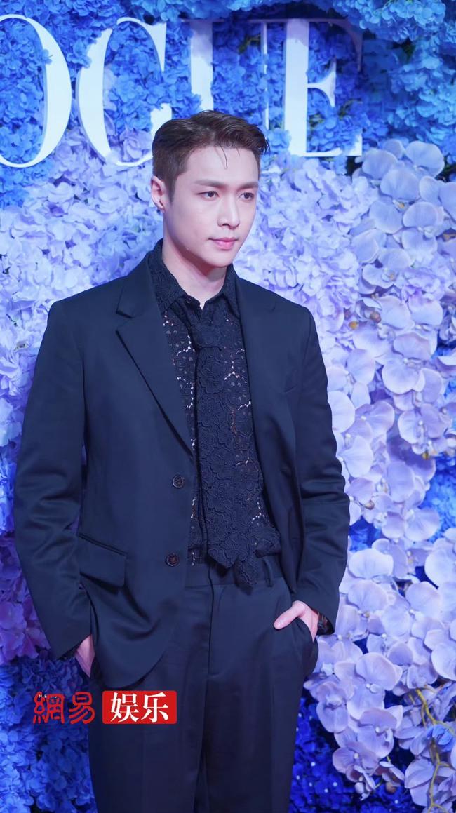 Thảm đỏ Vogue tối nay: Dương Mịch hở bạo, Ảnh hậu Châu Đông Vũ khiến fan lo lắng vì quá gầy gò - Ảnh 6.