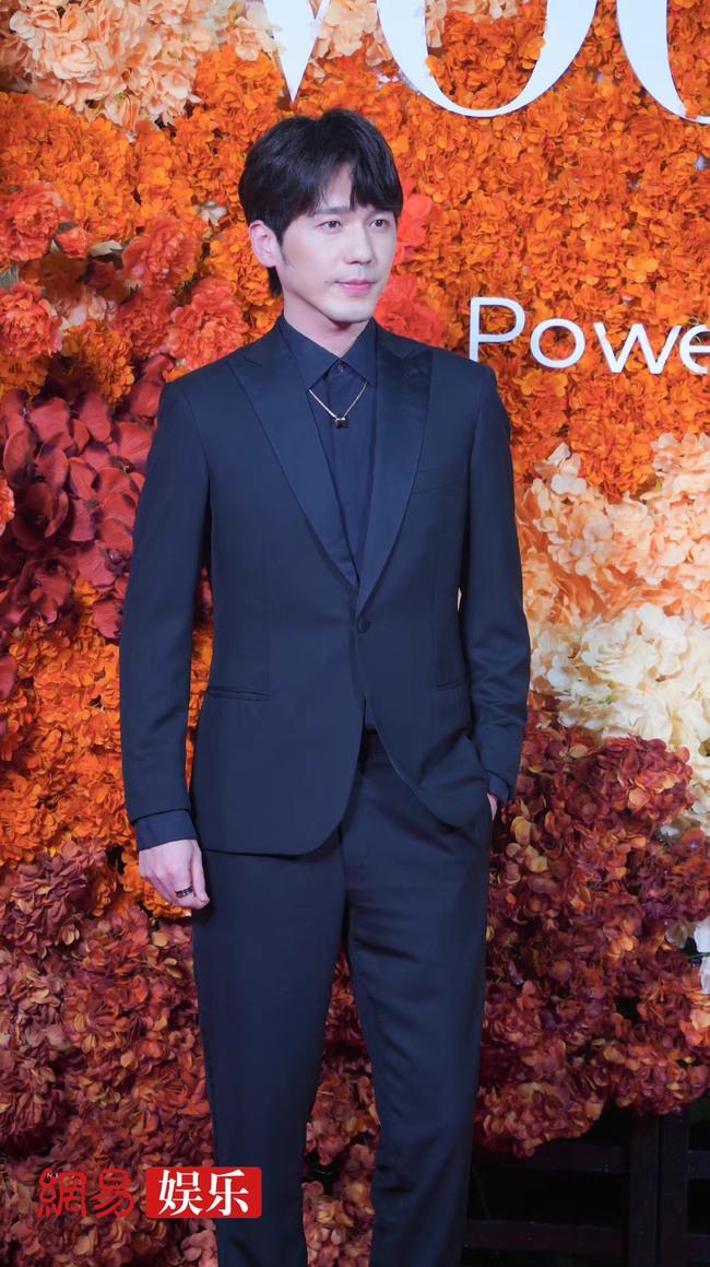 Thảm đỏ Vogue tối nay: Dương Mịch hở bạo, Ảnh hậu Châu Đông Vũ khiến fan lo lắng vì quá gầy gò - Ảnh 8.