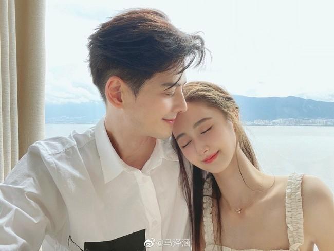 """Nam thần U50 Quách Phẩm Siêu tuyên bố kết hôn cùng bạn gái kém 19 tuổi, bất chấp việc bị ví như """"tình cha con"""" - Ảnh 3."""