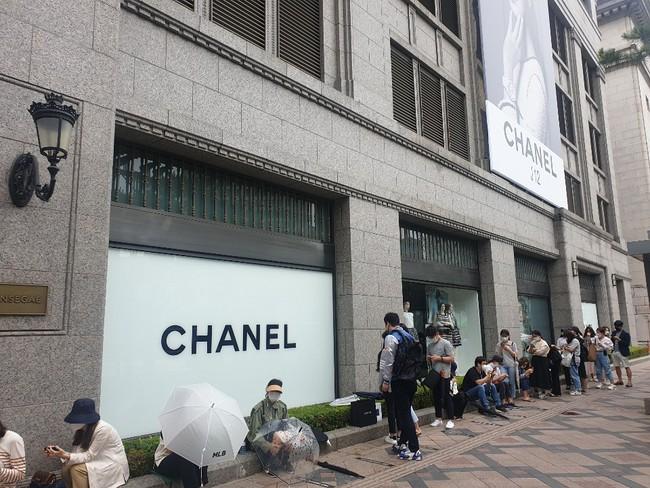 """""""Giải điền kinh Chanel mở rộng"""" tại Hàn: Từ cuộc đua mỗi người 1 chiếc túi cho tới màn """"thiết quân luật"""" từ nhà mốt - Ảnh 1."""