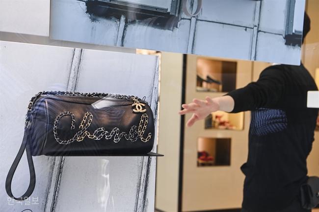 """""""Giải điền kinh Chanel mở rộng"""" tại Hàn: Từ cuộc đua mỗi người 1 chiếc túi cho tới màn """"thiết quân luật"""" từ nhà mốt - Ảnh 3."""