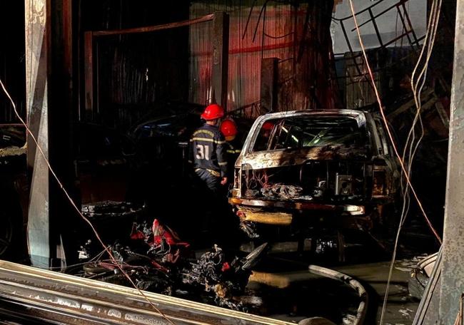 """Cháy garage ô tô, 3 xế hộp hạng sang Range Rover và Audi bị """"nướng chín""""  - Ảnh 2."""