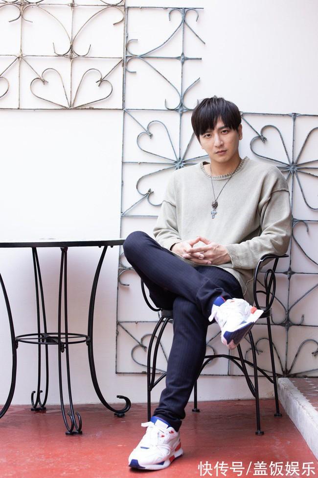 Nam diễn viên Đài Loan tiết lộ con trai bị bệnh về da, ga giường thường xuyên dính máu, hóa ra là căn bệnh đang hành hạ 5% dân số thế giới mỗi ngày - Ảnh 1.