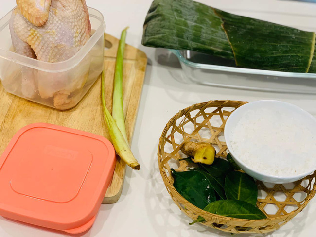 Học Hoa hậu Ngọc Hân trổ tài làm món gà hấp muối đơn giản nhưng thành phẩm ngon lạ, cả nhà ai cũng khen  - Ảnh 1.