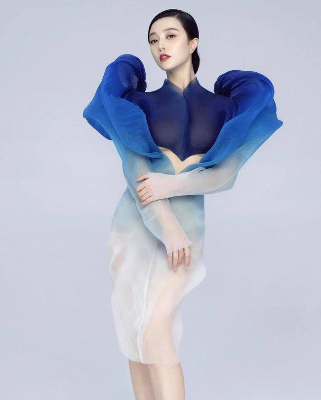 Phạm Băng Băng là người đầu tiên diện thiết kế váy siêu thực: Thần thái nức nở, nhan sắc đẹp đến thoát tục  - Ảnh 1.