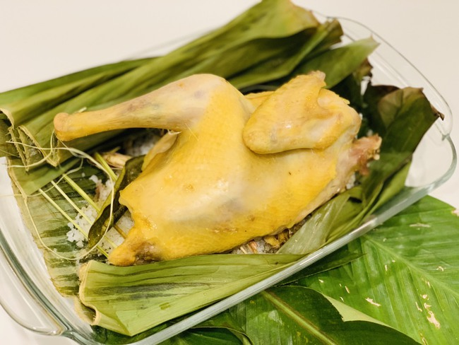 Học Hoa hậu Ngọc Hân trổ tài làm món gà hấp muối đơn giản nhưng thành phẩm ngon lạ, cả nhà ai cũng khen  - Ảnh 4.