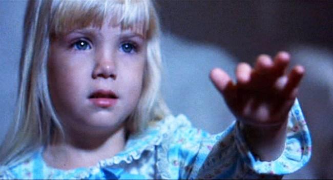 """Bộ phim kinh dị với """"lời nguyền"""" chết chóc khiến các diễn viên lần lượt qua đời, rùng rợn nhất là chi tiết dự báo trước cái chết của sao nhí 12 tuổi - Ảnh 3."""