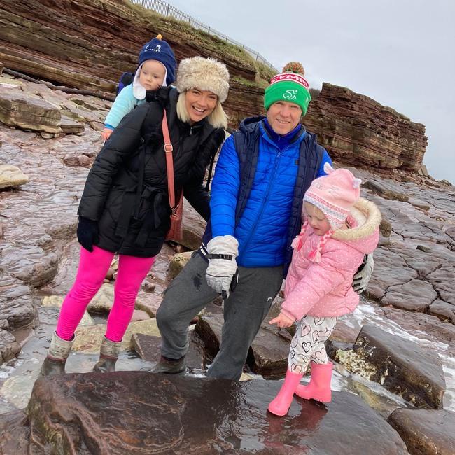 Cùng gia đình đi dạo bờ biển, bé gái 4 tuổi hét lên một câu mở đầu một khám phá vô cùng quan trọng khiến các nhà khoa học cũng phải sửng sốt - Ảnh 3.