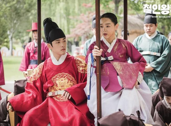 """5 phim Hàn đáng xem ngày Tết: """"Cày"""" Cuộc chiến thượng lưu để sẵn sàng cho phần 2, phim của Son Ye Jin từng """"bỏ bom"""" hấp dẫn không kém - Ảnh 4."""