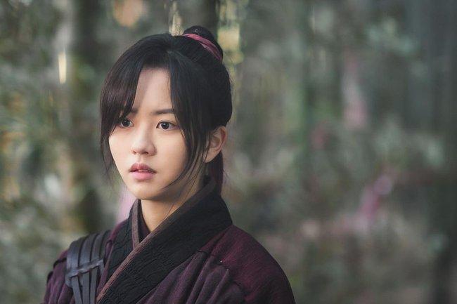 """5 phim Hàn đáng xem ngày Tết: """"Cày"""" Cuộc chiến thượng lưu để sẵn sàng cho phần 2, phim của Son Ye Jin từng """"bỏ bom"""" hấp dẫn không kém - Ảnh 9."""