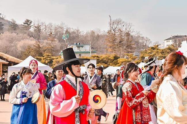 Tết Nguyên Đán tại Hàn Quốc: Giống các nước Á Đông về ý nghĩa nhưng lại khác xa về phong tục và ẩm thực - Ảnh 1.
