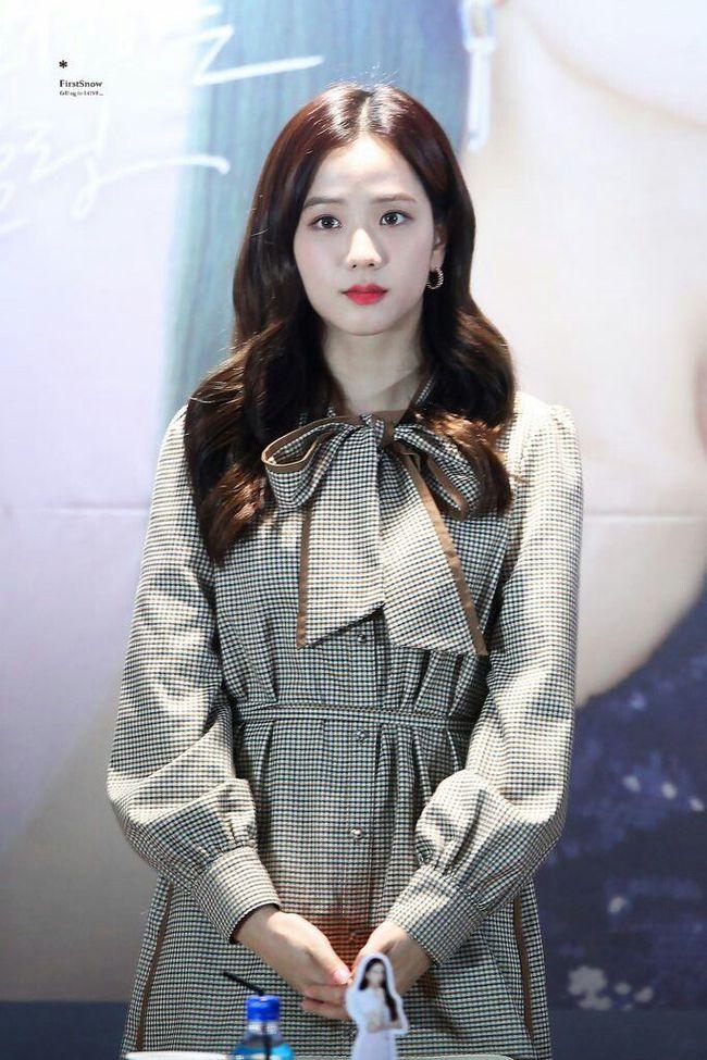 """Thấp nhất nhóm nhưng Jisoo chưa bao giờ bị dìm dáng khi mặc váy nhờ 11 cách lên đồ thông minh, chị em nên """"hóng"""" ngay - Ảnh 1."""