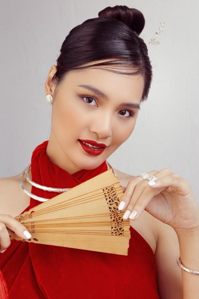 Hoa hậu Hương Giang diện áo yếm đẹp như nàng thơ, chia sẻ việc đón Tết ở Sài Gòn - Ảnh 10.