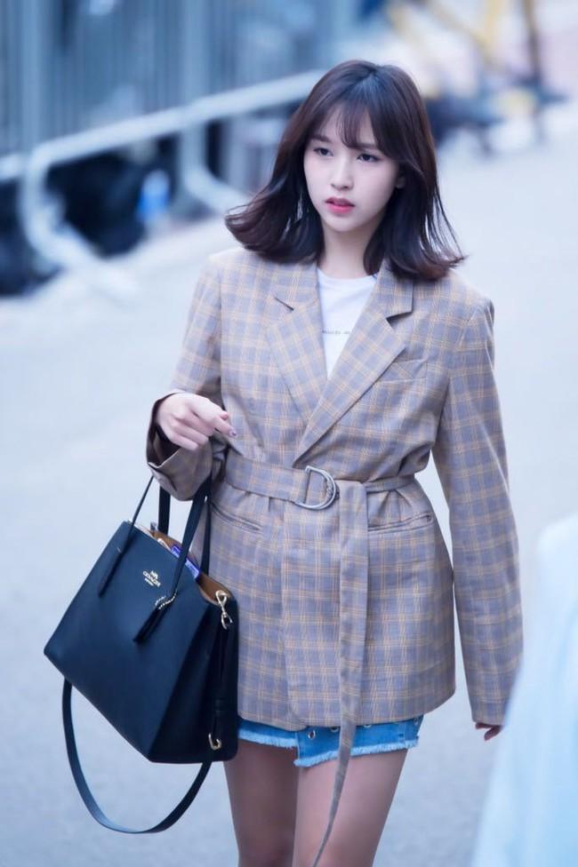 """Quả đúng là tiểu thư gia thế khủng, Mina (TWICE) mặc toàn đồ đơn giản cũng tỏa khí chất """"lá ngọc cành vàng"""" nhìn mà mê  - Ảnh 6."""
