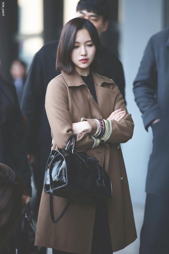 """Quả đúng là tiểu thư gia thế khủng, Mina (TWICE) mặc toàn đồ đơn giản cũng tỏa khí chất """"lá ngọc cành vàng"""" nhìn mà mê  - Ảnh 5."""