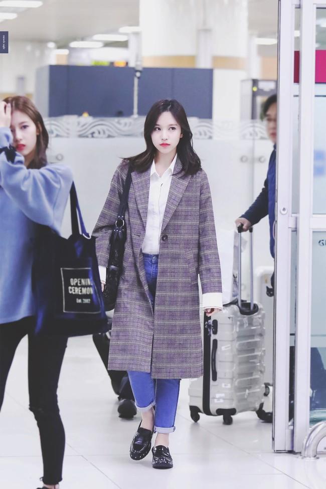 """Quả đúng là tiểu thư gia thế khủng, Mina (TWICE) mặc toàn đồ đơn giản cũng tỏa khí chất """"lá ngọc cành vàng"""" nhìn mà mê  - Ảnh 3."""