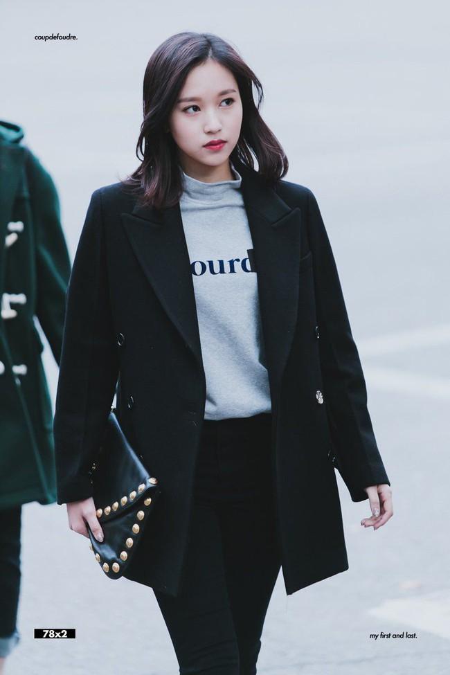 """Quả đúng là tiểu thư gia thế khủng, Mina (TWICE) mặc toàn đồ đơn giản cũng tỏa khí chất """"lá ngọc cành vàng"""" nhìn mà mê  - Ảnh 1."""