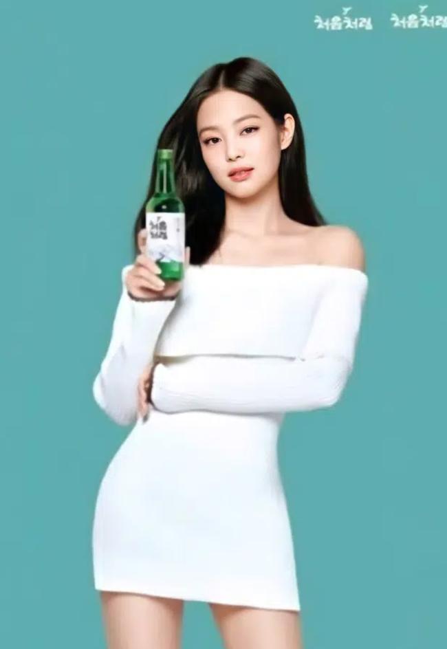 Lên đồ cao tay, Jennie chẳng cần biến tấu mà vẫn sexy gấp mấy lần mẫu hãng - Ảnh 2.