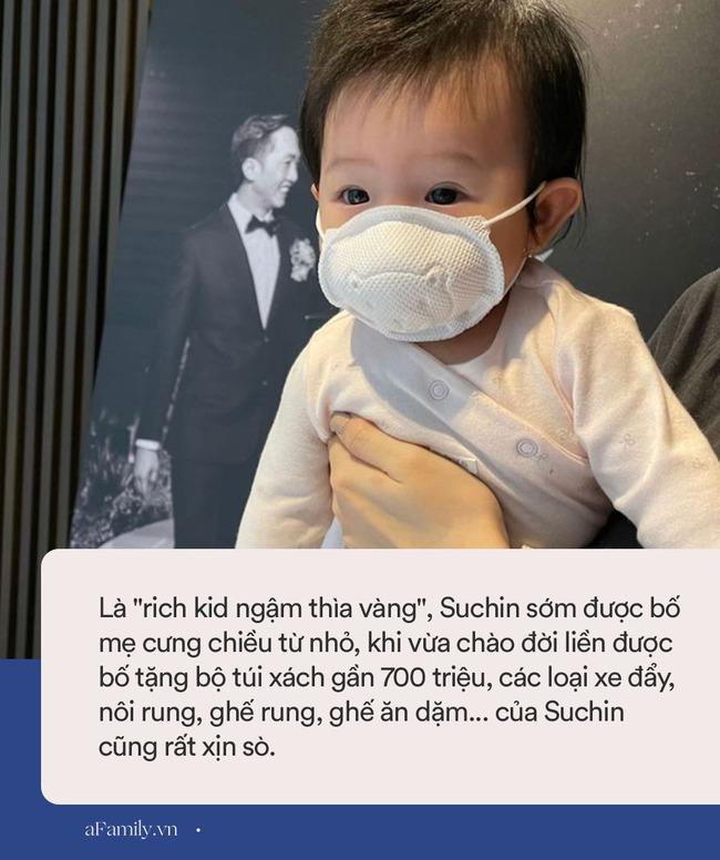 """Không hổ danh """"rich kid ngậm thìa vàng"""", bé Suchin nhà Cường Đô La dùng ghế ăn dặm xịn sò, loại đắt nhất của hãng mới chịu - Ảnh 2."""