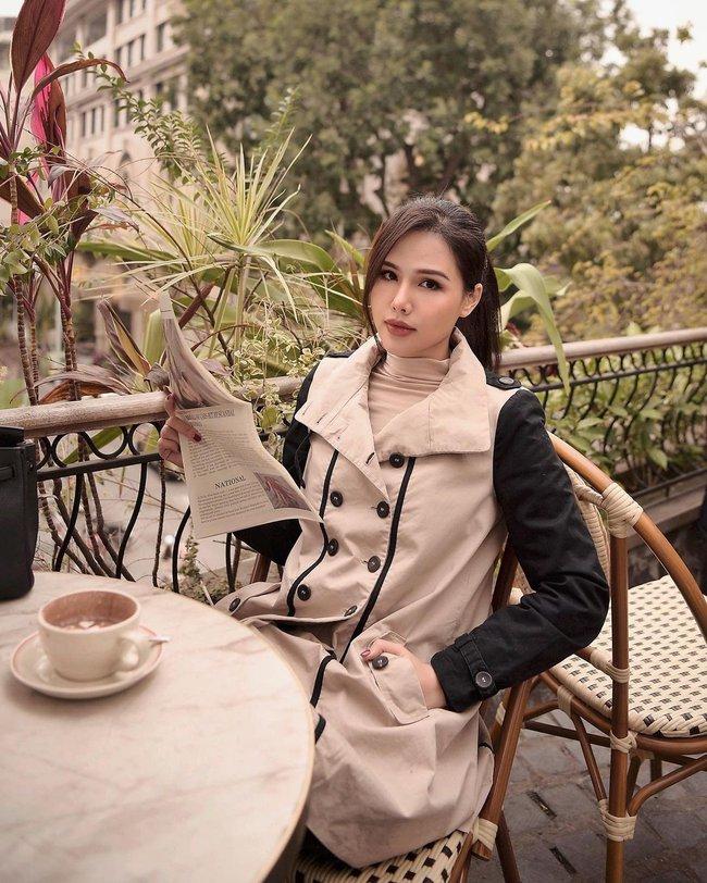 Những outfit đơn giản nhưng cực ra dáng phu nhân Tổng giám đốc của Phanh Lee - Ảnh 3.