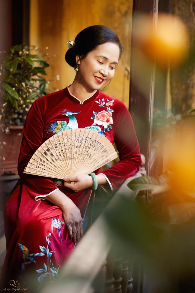 """Gia đình nghệ sĩ nổi tiếng ở Hà Nội chung sống tứ đại đồng đường, tự gói bánh chưng ngày Tết, cỗ cúng chỉn chu 2 lần/ngày, tự thú chuyện có bị """"Tết ăn mình""""? - Ảnh 5."""