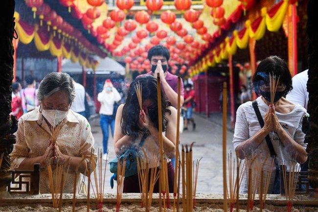 Các nước châu Á đón Tết Nguyên đán: Không khí trầm lắng nhưng vẫn không thể thiếu bữa ăn sum họp, đi lễ cầu may - Ảnh 12.