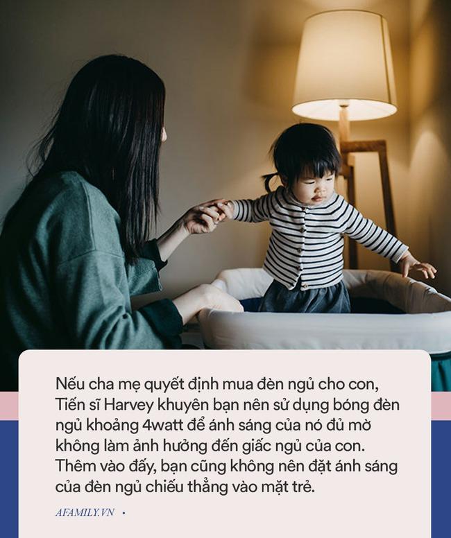Mách nhỏ các cha mẹ mẹo chọn đèn ngủ để con vừa ngủ ngon vừa không bị dậy thì sớm - Ảnh 3.