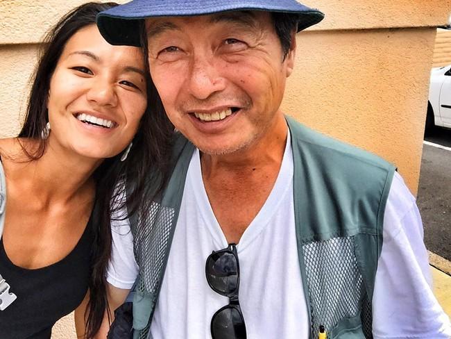 Đi chụp hình người vô gia cư, cô gái mồ côi khóc nghẹn khi phát hiện danh tính người đàn ông rách rưới trong bức ảnh mình vô tình chụp được  - Ảnh 8.