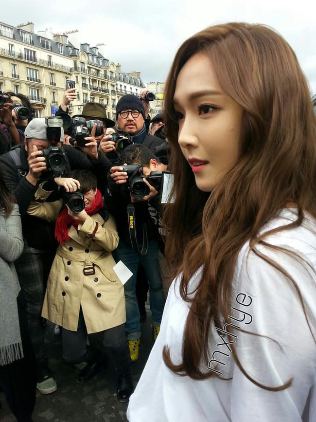 """Nhan sắc thật của dàn mỹ nhân Hàn Quốc qua loạt ảnh chụp vội bởi team qua đường: Lisa liệu có xứng với danh xưng """"mỹ nhân đẹp nhất châu Á"""" - Ảnh 7."""