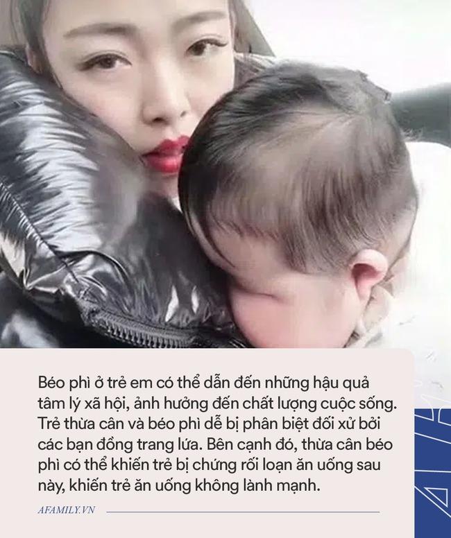 Bà mẹ trẻ được khen ngợi nhan sắc xinh đẹp, song nhìn sang em bé thì ai cũng khuyên cô nên đưa con đi khám bác sĩ - Ảnh 3.