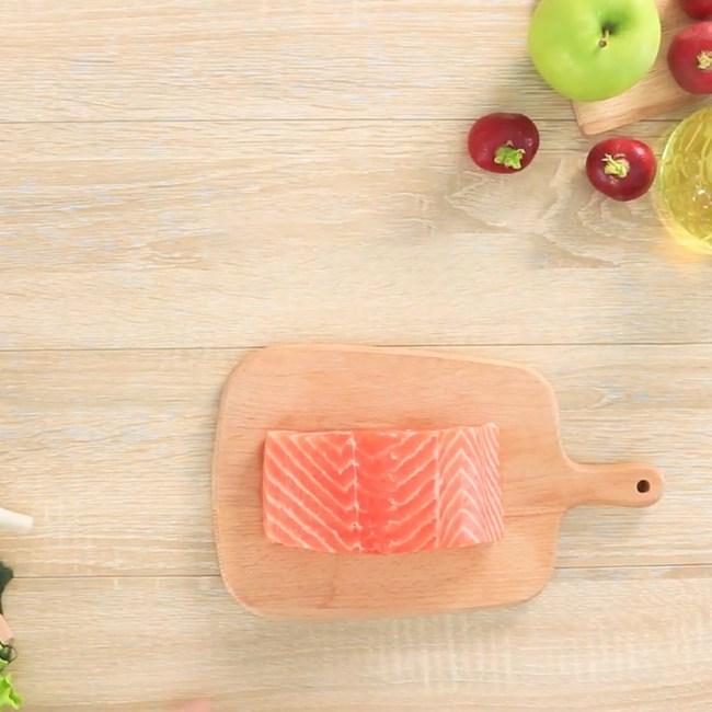 Giảm cân mà không thử món salad cá hồi kết hợp cùng sữa chua này thì quả là đáng tiếc! - Ảnh 2.