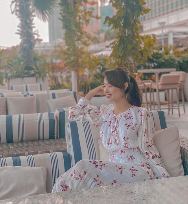 Xuân sang là sao Việt lại đua nhau diện váy hoa, nhìn mê li thế này mà không sắm theo thì rất phí - Ảnh 3.
