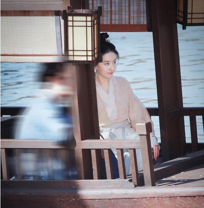 Lưu Diệc Phi đẹp thoát tục khi đóng mỹ nữ cổ trang, nhìn dàn diễn viên phụ ngất luôn vì toàn gái đẹp  - Ảnh 2.